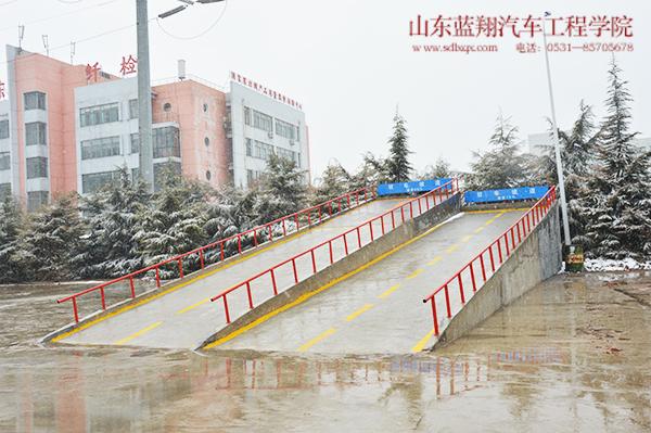 汽修学院检测站车间外设施设备